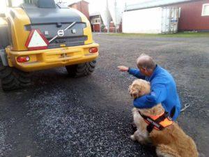 Rune med Theo visar de är fordon vi ska söka på